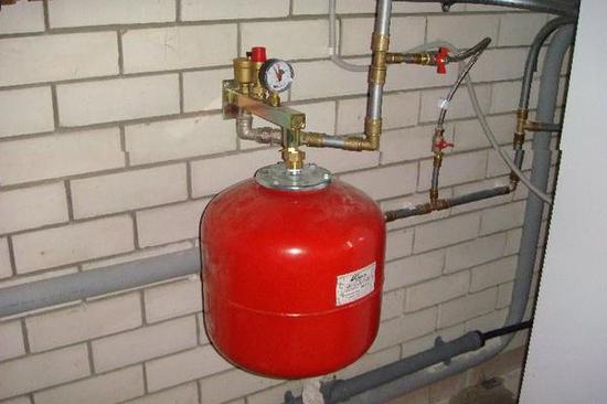 Монтаж бака расширительного котла отопления